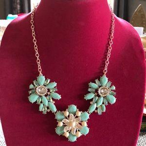 Jewelry - Beautiful starfish statement necklace - like new